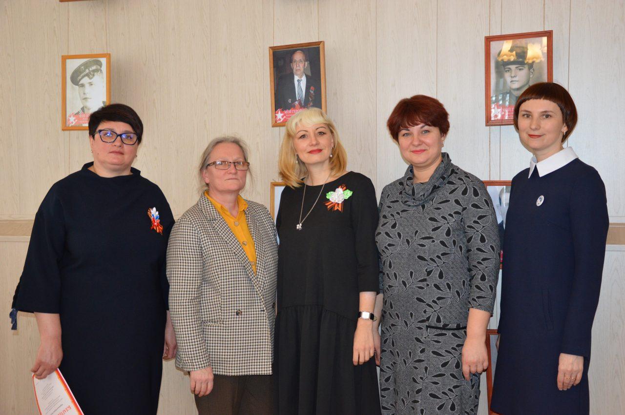 В Алатырском филиале Чувашского государственного университета им. И.Н. Ульянова открыли фотовыставку «Мой Герой» 5