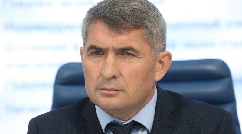 Учить уважать народ Олег Николаев намерен личным примером