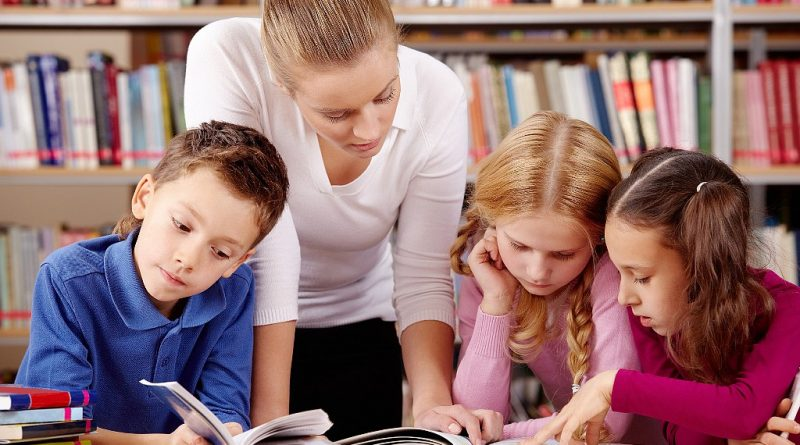 """Олег Николаев: """"Суть поправок в том, чтобы сделать добровольным выбор языка, который изучает ребенок или на котором он учится"""""""