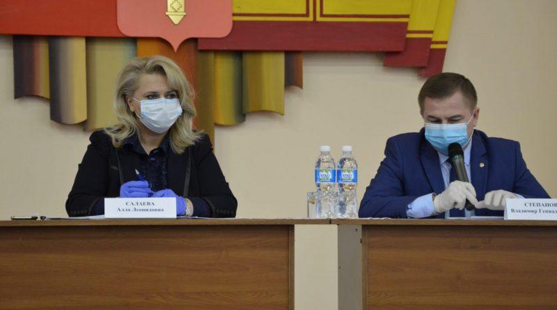 Выездное заседание рабочей группы Оперативного штаба по предупреждению завоза и распространения новой коронавирусной инфекции на территории Чувашской Республики в Алатыре