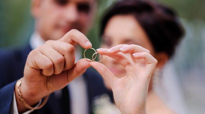 Муж и жена  - одна величина: как перепись будет учитывать браки