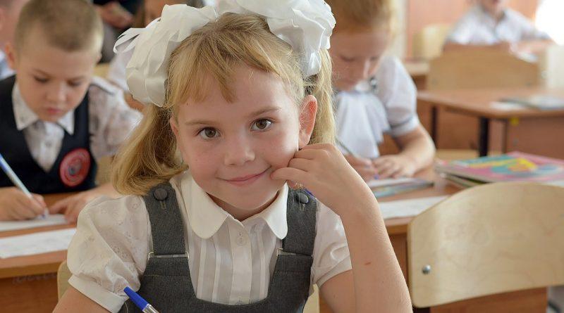 В Чувашии на 11700 детей из малоимущих семей выплачено по 5 тысяч рублей на подготовку к школе