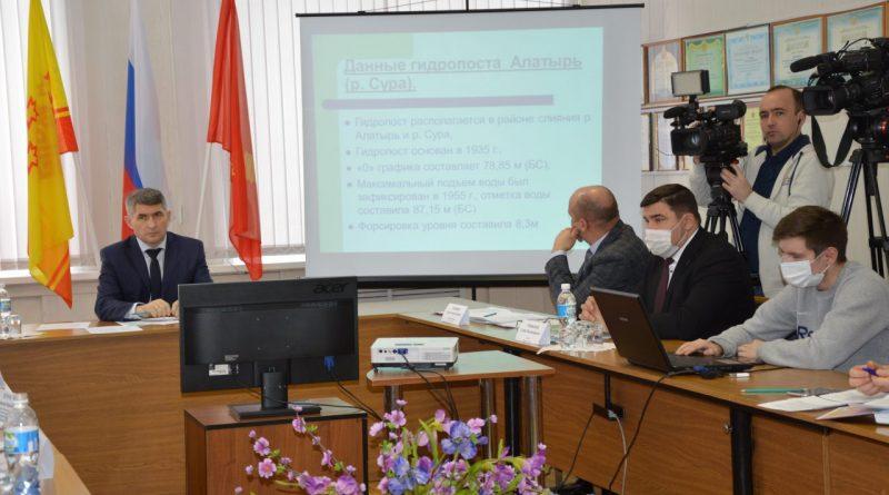 В Алатыре с Главой Чувашии Олегом Николаевым обсудили проект строительства противопаводковой дамбы