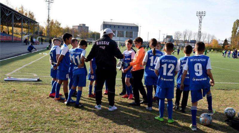 Олег Николаев предложил пересмотреть подходы к формированию зарплат тренеров спортивных школ