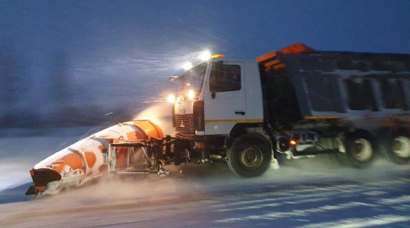 Дорожники Чувашии в круглосуточном режиме устраняют последствия сильнейшего снегопада