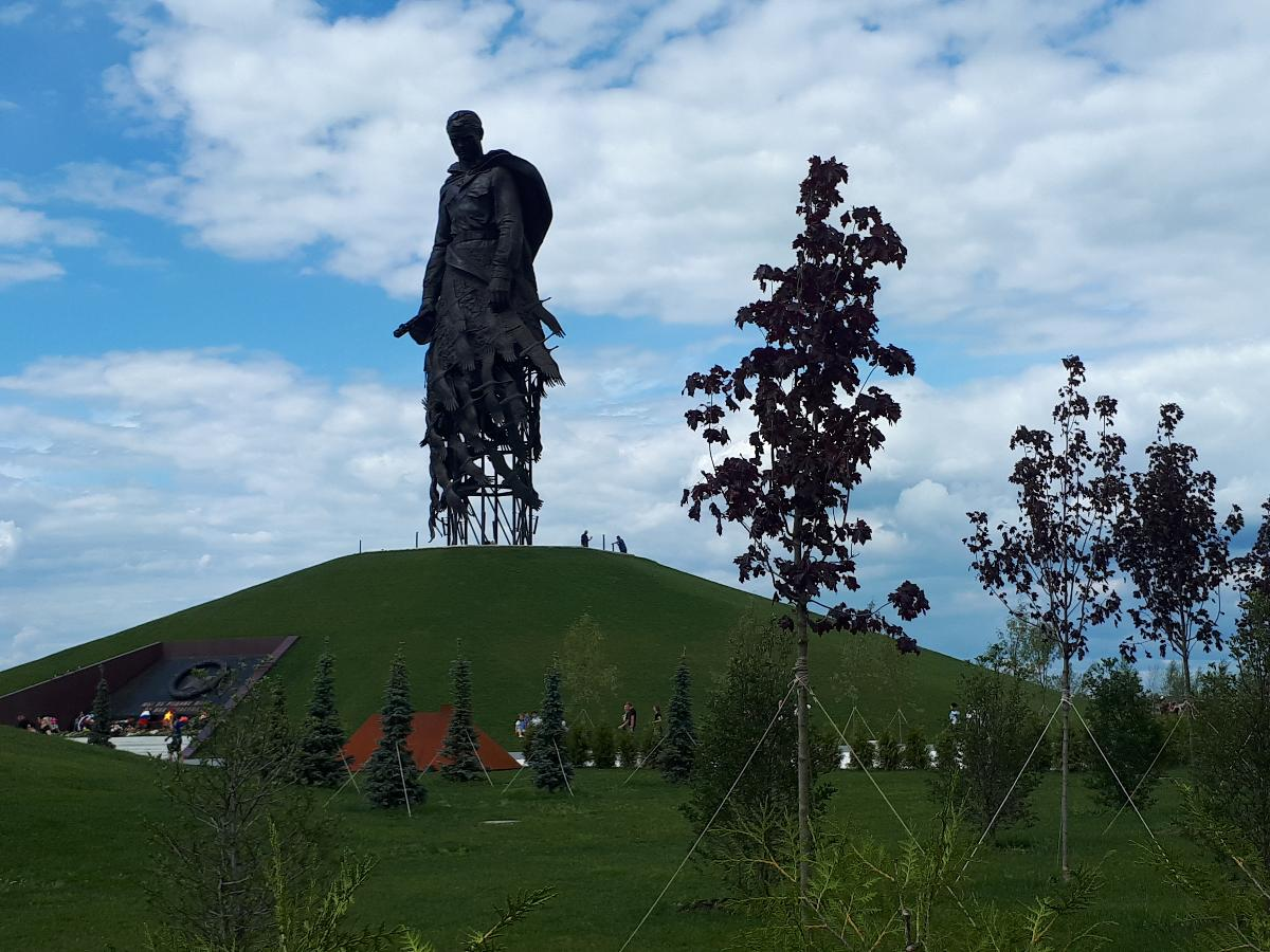 Автора мемориала строителям оборонительных рубежей вдохновляют подвиги деда 2