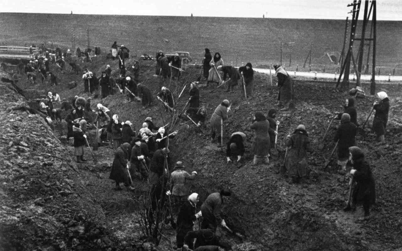 Автора мемориала строителям оборонительных рубежей вдохновляют подвиги деда 6