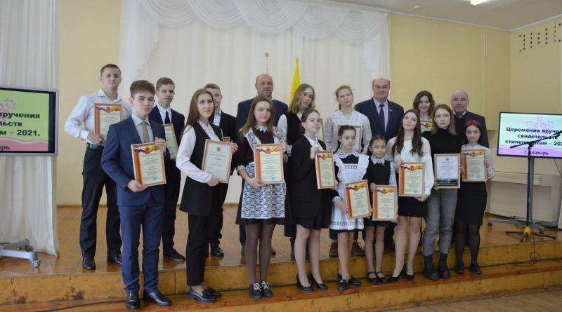Поддержка молодежи и мотивация для будущих свершений