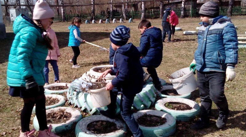 Ученики Стемасской школы присоединились к Всероссийскому субботнику