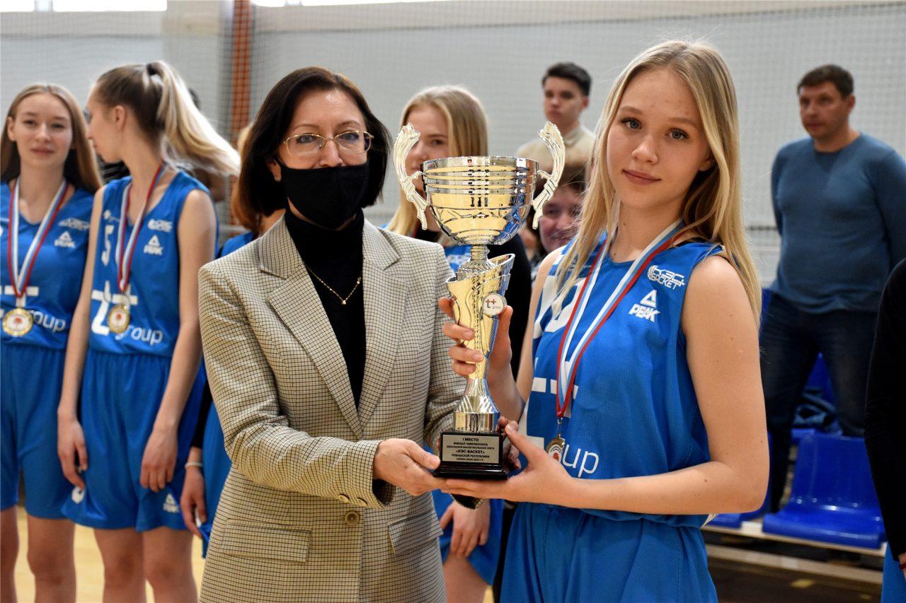 Главный трофей республиканского Чемпионата школьной баскетбольной лиги «КЭС-БАСКЕТ» вновь остался в Алатыре! 2
