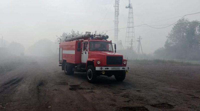 В Алатыре пожарные и предприятия города участвуют в ликвидации возгорания на полигоне ТБО