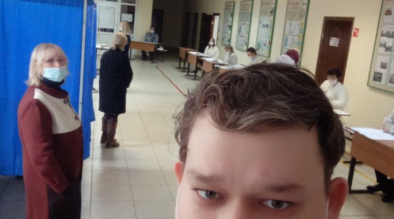 Медбрат из Алатыря оценил протиковидные меры безопасности на своем избирательном участке