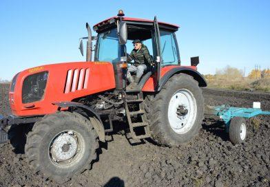 Житель Алатыря стать трактористом мечтал с детства